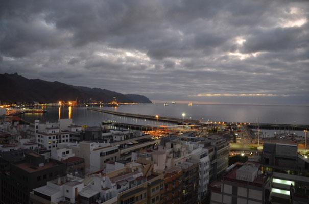 Kurz vor Sonnenaufgang von unserer Wohnung aus