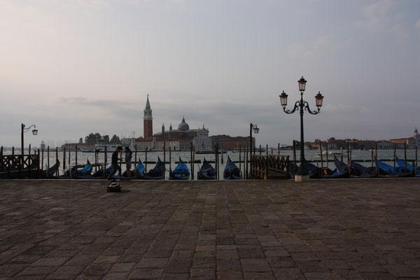 Blick auf die kleine Insel San Giorgio in den frühen Morgenstunden