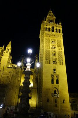 Die Giralda bei Nacht