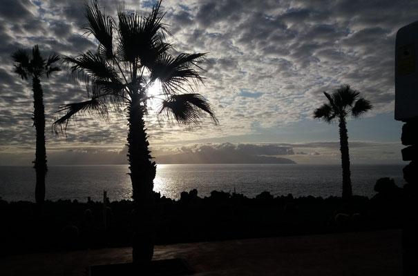 Abendstimmung, im Hintergrund La Gomera