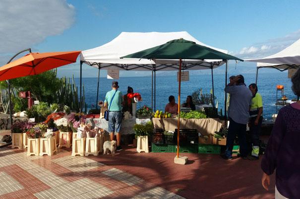 Wochenmarkt am Ufer