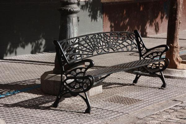 In Cadiz stösst man oft auf den Jugendstil, die Eisenbänke sind mir besonders aufgefallen, weil wir sehr ähnliche auch in Essaouira in Marokko gesehen haben.