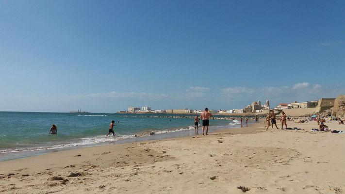 einer der sehr schönen Stadtstrände von Cadiz