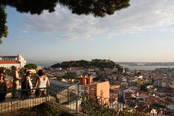 Der schöne Aussichtspunkt am Largo da Graca.