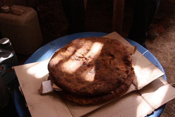 Unser Mittagsmenü, Fleisch in Brot eingebacken.