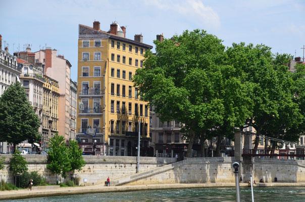 """die """"Fresques des Lyonnais"""", dieses mal vom Boot aus gesehen"""