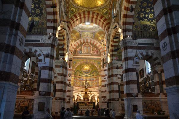 nicht nur außen, sondern auch innen ist eseine sehr schöne Kirche