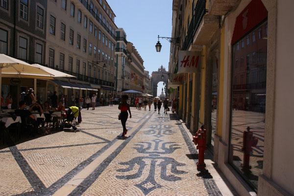 Viele Straßen,  nicht nur  in  Lissabon, sind ausgesprochen schön gepflastert.