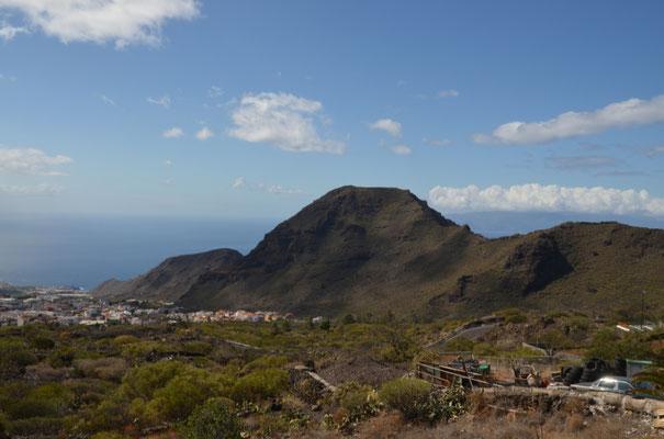 Aussicht während der Abfahrt aus über 1500 Metern Höhe an die Küste