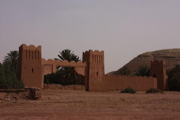 Dieses Tor wurde für den Film Lawrence von Arabien aus Styropor gebaut