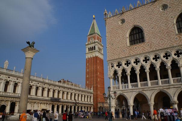 Dogenpalast, Campanile und der Venezianische Löwe am Markusplatz