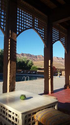 Unsere Unterkunft, die Kasbah Itrane liegt in der Palmenoase des Wadi Draa