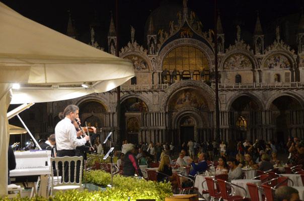 Livemusik vor der Basilika de San Marco