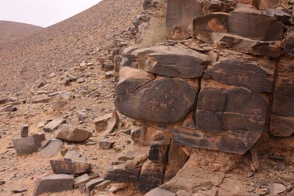 Antike Felszeichnungen bei Tinzouline