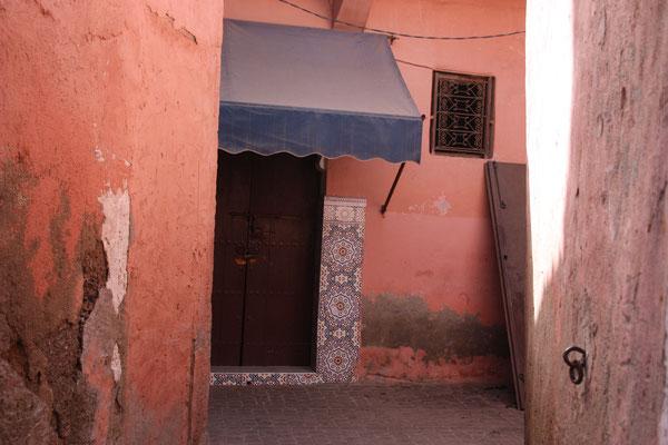 Haustür in einer der engen Gassen