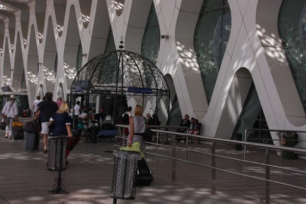 Die schönsten Raucherbereiche, die ich kenne, stehen am Flughafen in Marrakisch