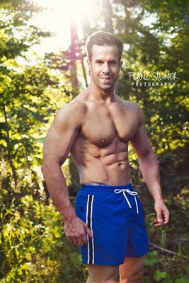 Foto von Frank Metzler / Mann / Bodybuilder / Wald / Sonne