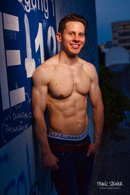 Foto von Ferdi / München / Portraitshooting / Fitnessmodel / Mann / Fitnesstraining