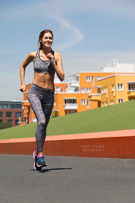 Foto von Rebecca Zimmermann / Sport / Joggen / München / Sommer / Fitness