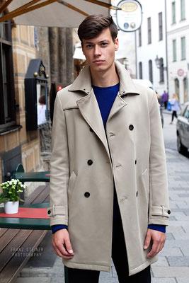 Foto von Dominic Schubert / Model / Mantel / München / Marienplatz München