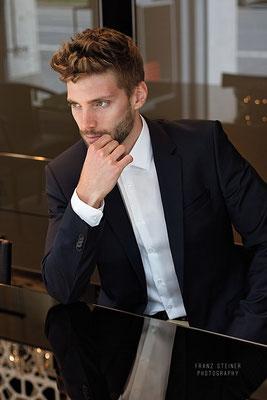 Foto von Philipp Seidenspinner / Anzug / Businessshooting / München / Mann / Model