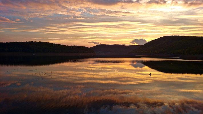 Sonnenuntergang über dem Edersee. Foto: Esther Knipschild