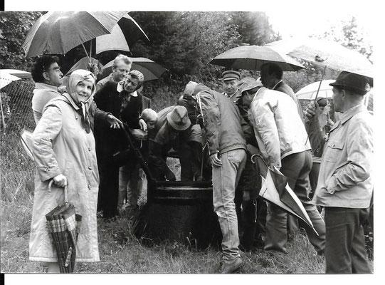 Besichtigung der Eimner Quelle 80er Jahre