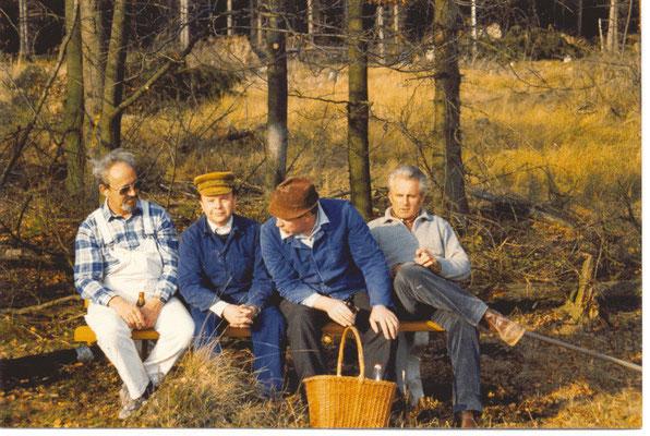 Bänkeaufstellen im Hils 1990