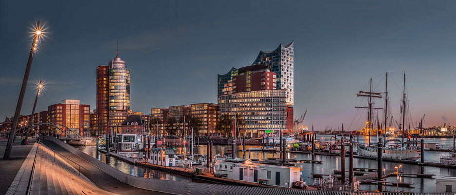 Elbphilharmonie Panorama II · 195 x 80 cm · Leinwand auf Keilrahmen: € 1.150,- · Aludibond: € 1.470,- · Acrylglas auf Aludibond: € 1.820,-  · © Stefan Korff