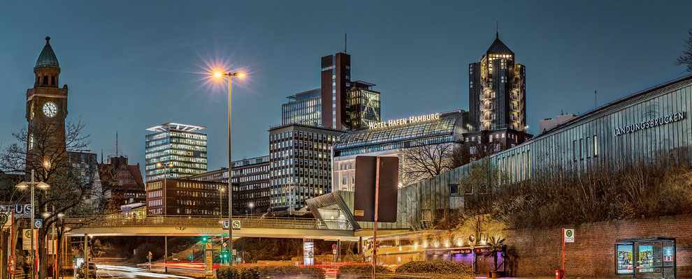 Hotel Hafen Hamburg · 175 x 70 cm · Leinwand auf Keilrahmen: € 790,- ·  Aludibond: € 990,- · Acrylglas auf Aludibond: € 1.230,-  · © Stefan Korff