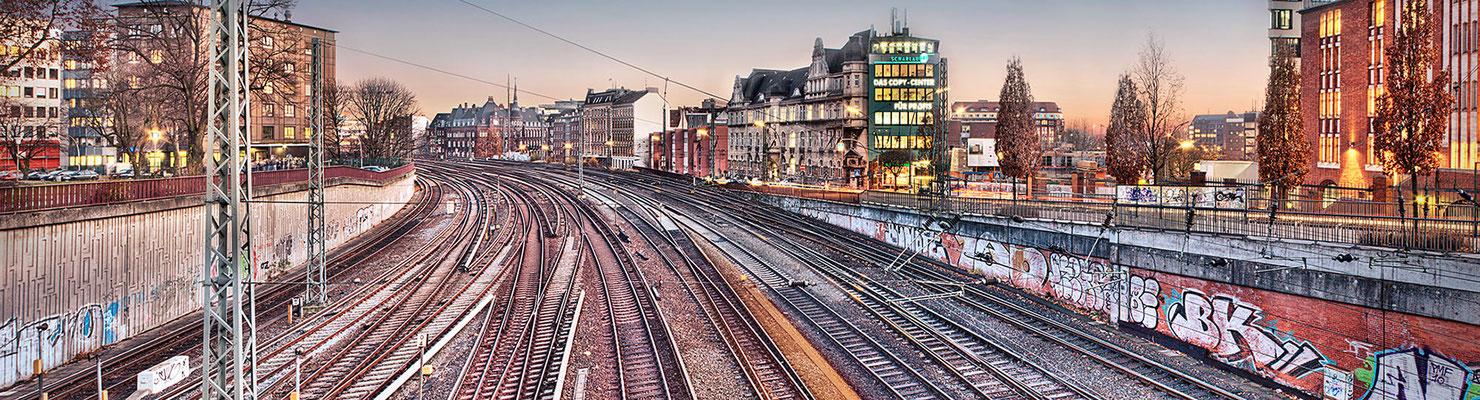 Schienen II · 260 x 70 cm · Leinwand auf Keilrahmen: € 1.290,- ·  Aludibond: € 1.690,- · Acrylglas auf Aludibond: € 2.070.-  · © Stefan Korff
