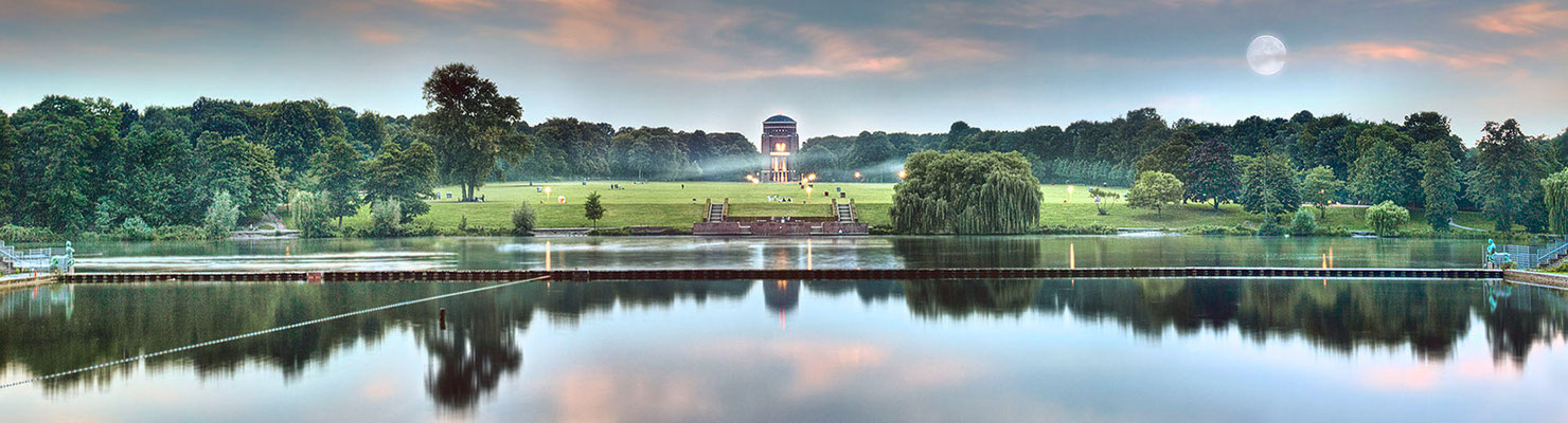 Stadtparksee · 260 x 70 cm  · Leinwand auf Keilrahmen: € 1.290,- ·  Aludibond: € 1.690,- · Acrylglas auf Aludibond: € 2.070.-  · © Stefan Korff