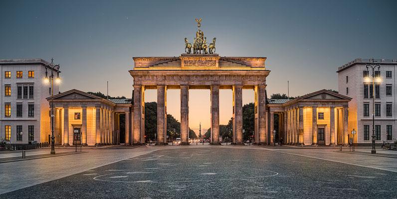 Brandenburger Tor Quer, 180 x 90 cm  ·  Leinwand auf Keilrahmen: € 990- · Aludibond: € 1.260,- ·Acrylglas auf Aludibond: € 1.520,-  · © Stefan Korff