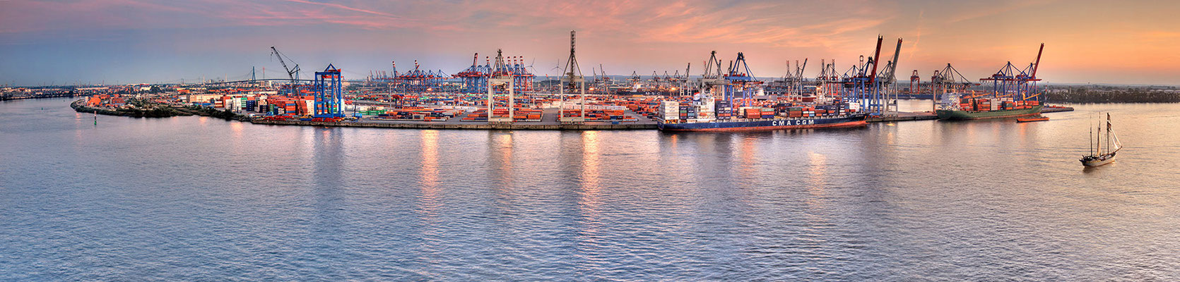 Containerterminal-Panorama · 170 x 40 cm · Leinwand auf Keilrahmen: € 460,- · Aludibond: € 660,- · Acrylglas auf Aludibond: € 1.020,-  · © Stefan Korff