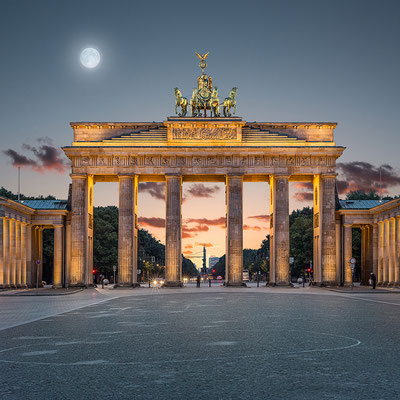 Brandenburger Tor Quadrat, 95 x 95 cm  ·  Leinwand auf Keilrahmen: € 610,- · Aludibond: € 770,- ·Acrylglas auf Aludibond: € 920,-  · © Stefan Korff