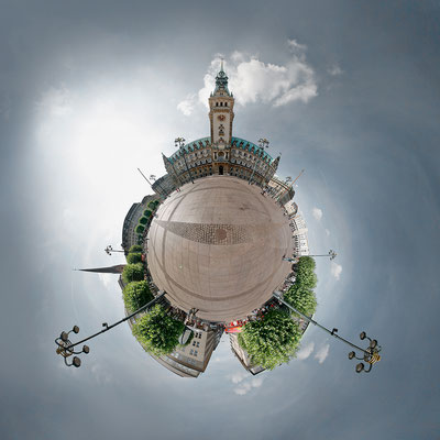 Rathausplatz · 90 x 90 cm · Leinwand auf Keilrahmen: € 640,- ·  Aludibond: € 780,- ·  Acrylglas auf Aludibond: € 940,-  · © Stefan Korff