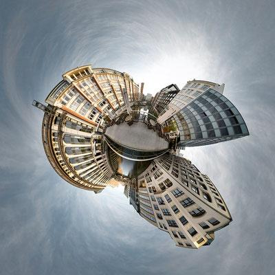 Innenstadtkanal · 90 x 90 cm · Leinwand auf Keilrahmen: € 640,- ·  Aludibond: € 780,- ·  Acrylglas auf Aludibond: € 940,-  · © Stefan Korff