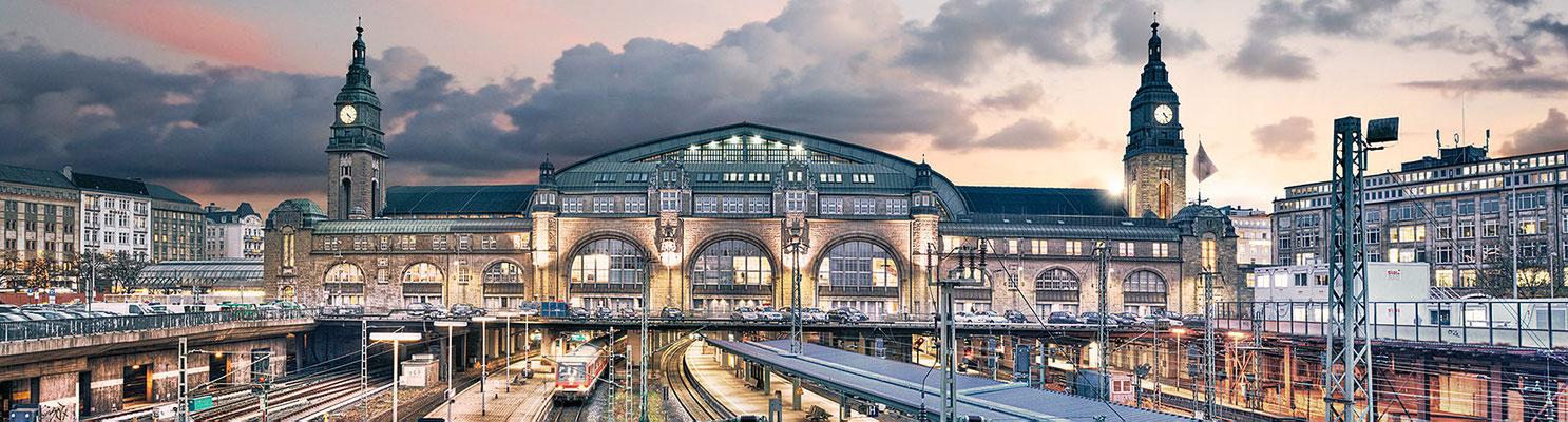 Hauptbahnhof II · 260 x 70 cm  · Leinwand auf Keilrahmen: € 1.290,- ·  Aludibond: € 1.690,- · Acrylglas auf Aludibond: € 2.070.-  · © Stefan Korff