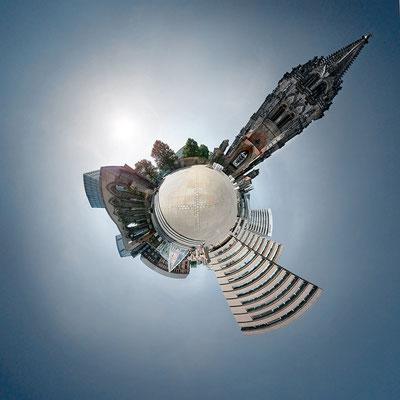 Planet Christuskirche · 90 x 90 cm · Leinwand auf Keilrahmen: € 640,- ·  Aludibond: € 780,- ·  Acrylglas auf Aludibond: € 940,-  · © Stefan Korff