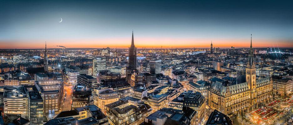Hamburg City · 195 x 80 cm · 195 x 80 cm · Leinwand auf Keilrahmen: € 1.150,- · Aludibond: € 1.470,- · Acrylglas auf Aludibond: € 1.820,-  · © Stefan Korff