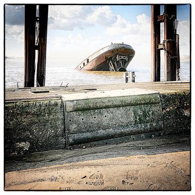 Hafen Impression 61 · 40 x 40 cm · Leinwand auf Keilrahmen: € 320,- ·  Aludibond: € 420,- ·  Acrylglas auf Aludibond: € 530,-