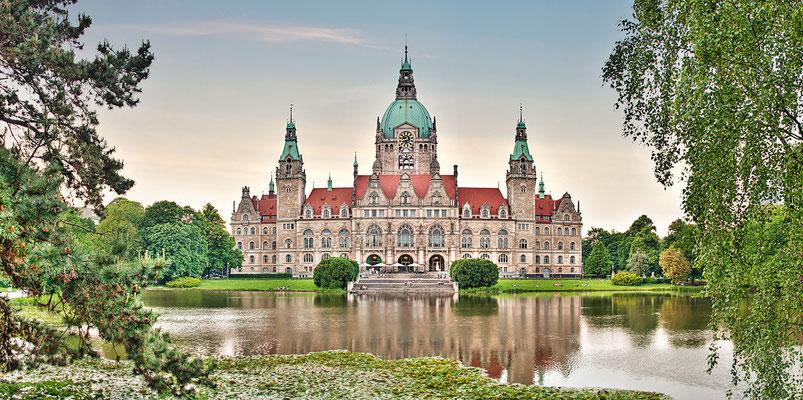 Rathaus Panorama, 190 x 95 cm  ·  Leinwand auf Keilrahmen: € 1.180,- · Aludibond: € 1.490,- ·Acrylglas auf Aludibond: € 1.810,-  · © Stefan Korff
