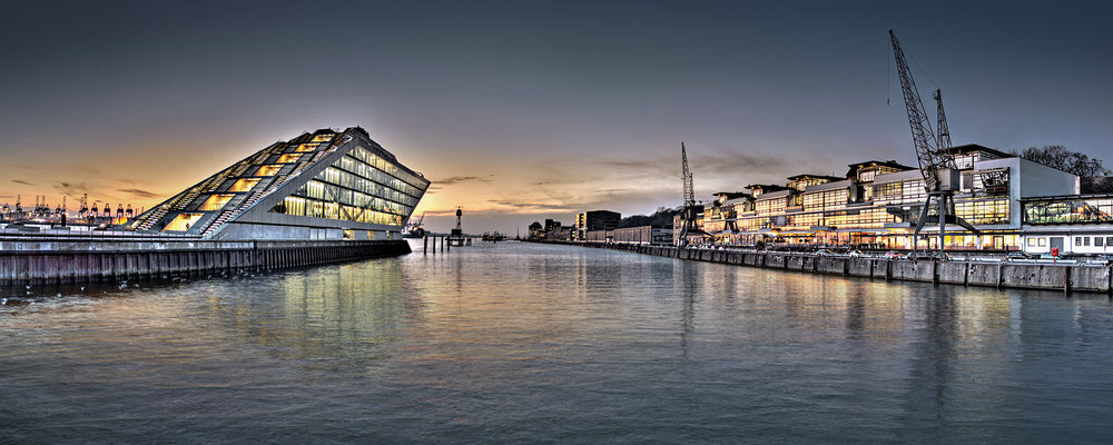 Dockland Panorama · Leinwand auf Keilrahmen: € 1.290,- · Aludibond: € 1.590,- ·Acrylglas auf Aludibond: € 1.910,-  · © Stefan Korff