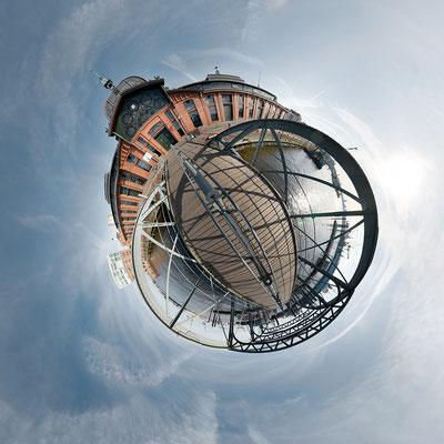 Fischauktionshalle  · 90 x 90 cm · Leinwand auf Keilrahmen: € 640,- ·  Aludibond: € 780,- ·  Acrylglas auf Aludibond: € 940,-  · © Stefan Korff