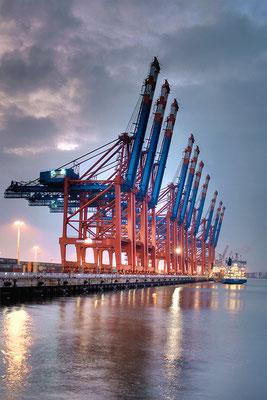Containerterminal hoch · 60 x 90 cm · Leinwand auf Keilrahmen: € 470,- · Aludibond: € 590,- · Acrylglas auf Aludibond: € 710,-   · © Stefan Korff