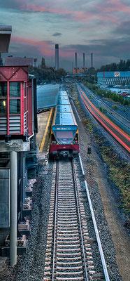S-Bahn mit Kraftwerk, 60 x 130 cm  ·  Leinwand auf Keilrahmen: € 560,- · Aludibond: € 690,- ·Acrylglas auf Aludibond: € 830,-  · © Stefan Korff