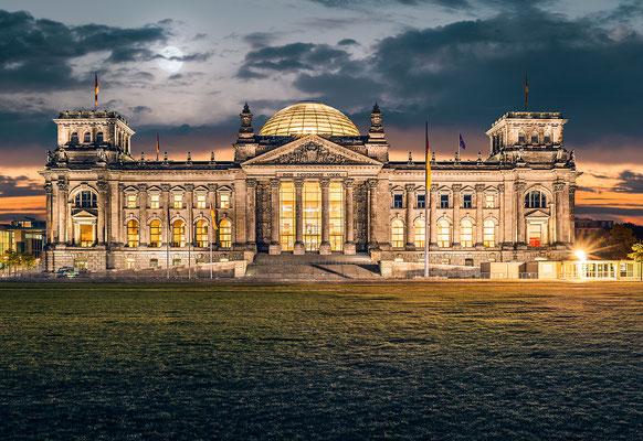 Reichstag I, 140 cm x 95 cm  ·  Leinwand auf Keilrahmen: € 850,- · Aludibond: € 1.060,- ·Acrylglas auf Aludibond: € 1.280,-  · © Stefan Korff