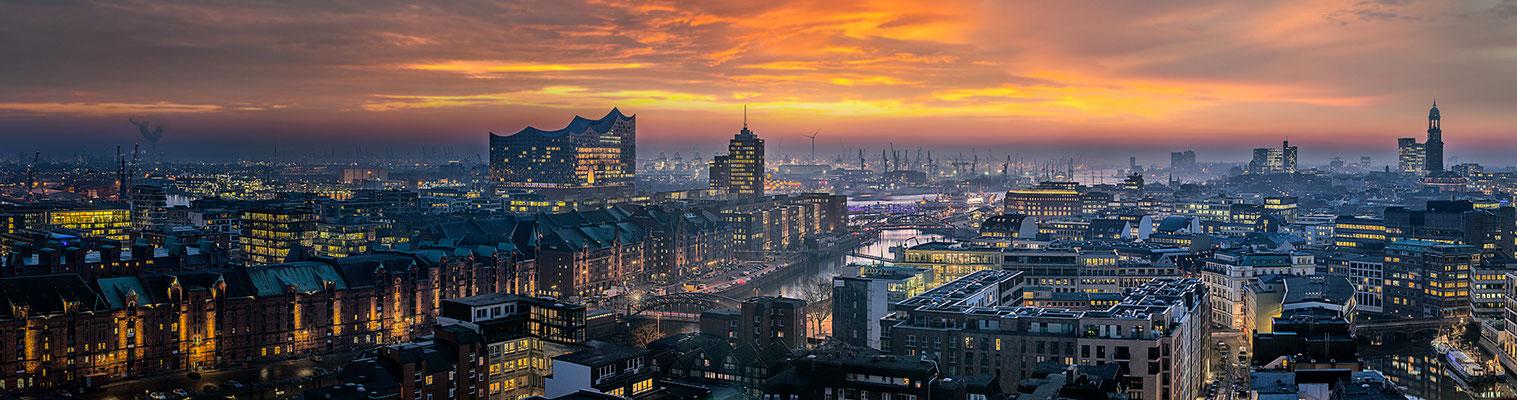 Elbphilharmonie Panorama IV  · 230 x 60 cm · Leinwand auf Keilrahmen: € 990,- · Aludibond: € 1.260,- · Acrylglas auf Aludibond: € 1.610,-  · © Stefan Korff
