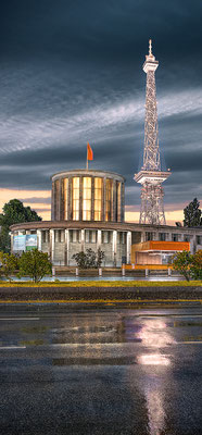 Messeturm, 60 x 130 cm  ·  Leinwand auf Keilrahmen: € 560,- · Aludibond: € 690,- ·Acrylglas auf Aludibond: € 830,-  · © Stefan Korff