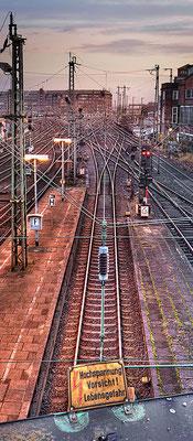 Schienen IV · 45 x 100 cm  · Leinwand auf Keilrahmen: € 510,- ·  Aludibond: € 590,- · Acrylglas auf Aludibond: € 690,-  · © Stefan Korff
